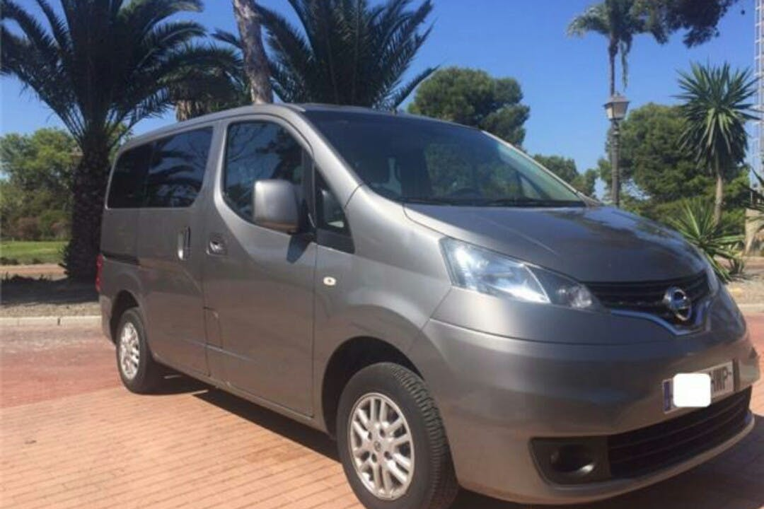 Alquiler barato de Nissan Nv 200 Comfort 1.5dci 110 cerca de 41002 Sevilla.