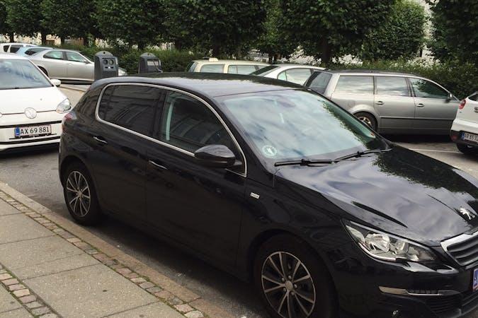 Billig billeje af Peugeot 308 med GPS nær 8200 Aarhus.
