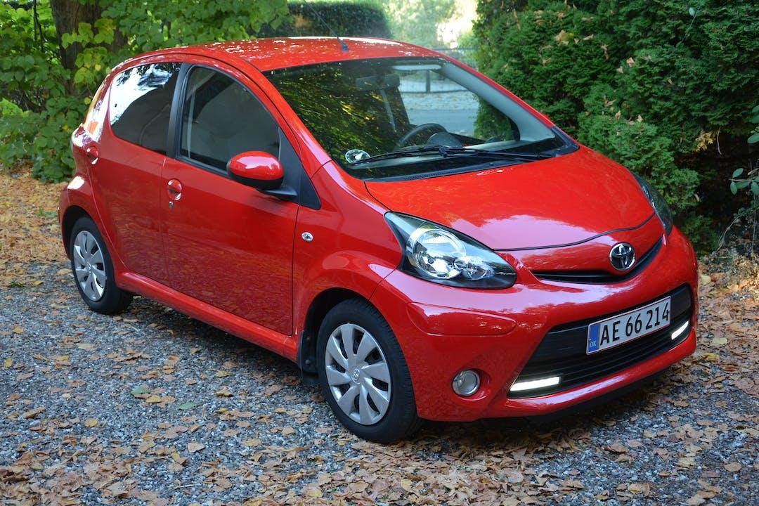 Billig billeje af Toyota 1.0 VVT-I nær 8930 Randers.
