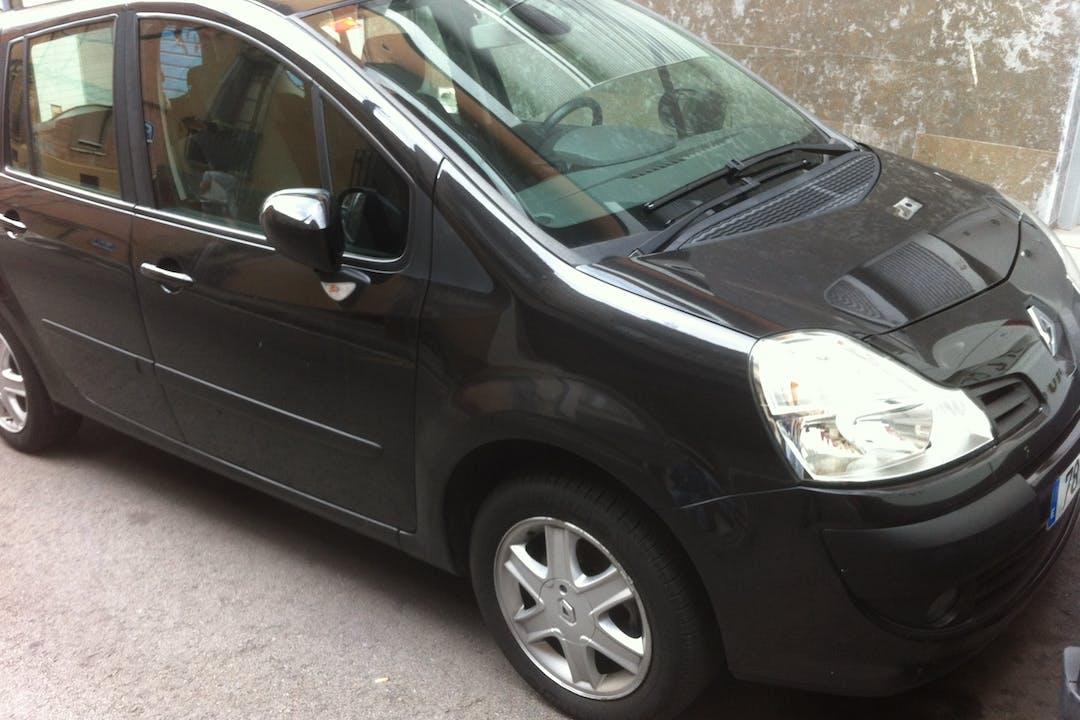Alquiler barato de Renault Grand Modus con equipamiento Fijaciones Isofix cerca de 08023 Barcelona.