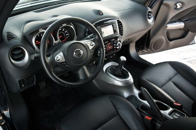 Billig biluthyrning av Nissan Juke f15 med AUX/MP3-ingång i närheten av 117 60 Stockholm.