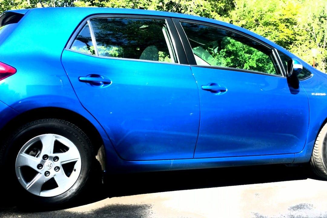 Alquiler barato de Toyota Auris con equipamiento Fijaciones Isofix cerca de 28008 Madrid.