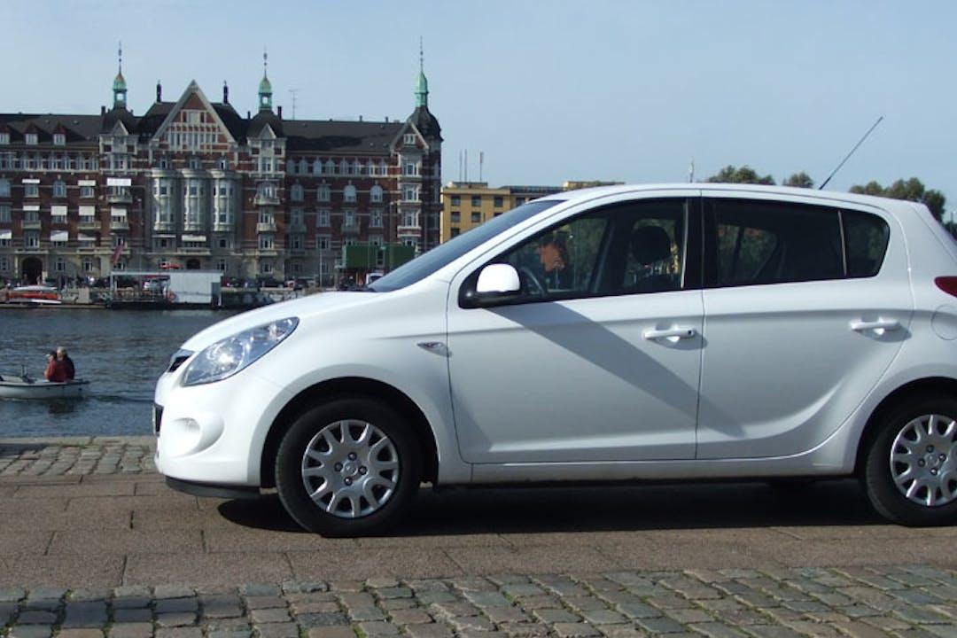 Billig billeje af Hyundai I20  med GPS nær 2860 Søborg.