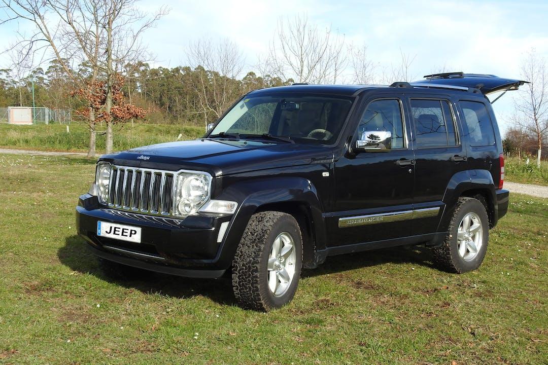 Alquiler barato de Jeep Cherokee 2.8 Crd Limited con equipamiento GPS cerca de 33212 Gijón.