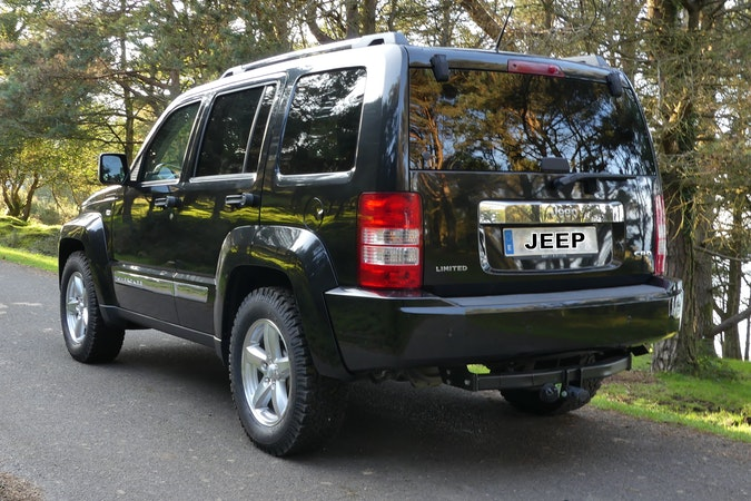 Alquiler barato de Jeep Cherokee 2.8 Crd Limited cerca de 33212 Gijón.