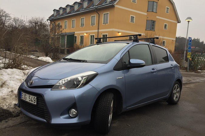 Billig biluthyrning av Toyota Yaris med Vinterdäck i närheten av 123 48 Stockholm.