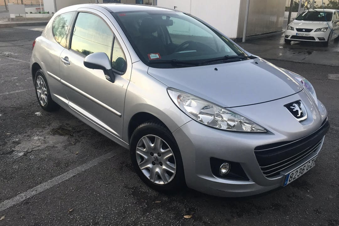 Alquiler barato de Peugeot 207 99 Gramos 1.6 Hdi 90 cerca de 07005 Palma.