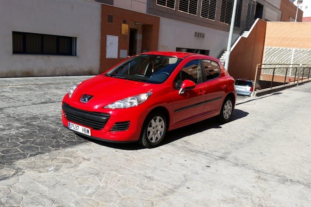 Alquiler barato de Peugeot 207 Confort 1.4 75 cerca de 04007 Almería.