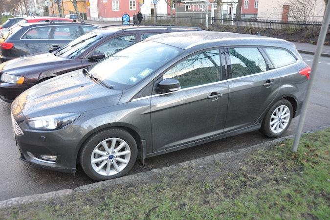 Billig biluthyrning av Ford Focus Titanium kombi med Dragkrok i närheten av 753 29 Uppsala.