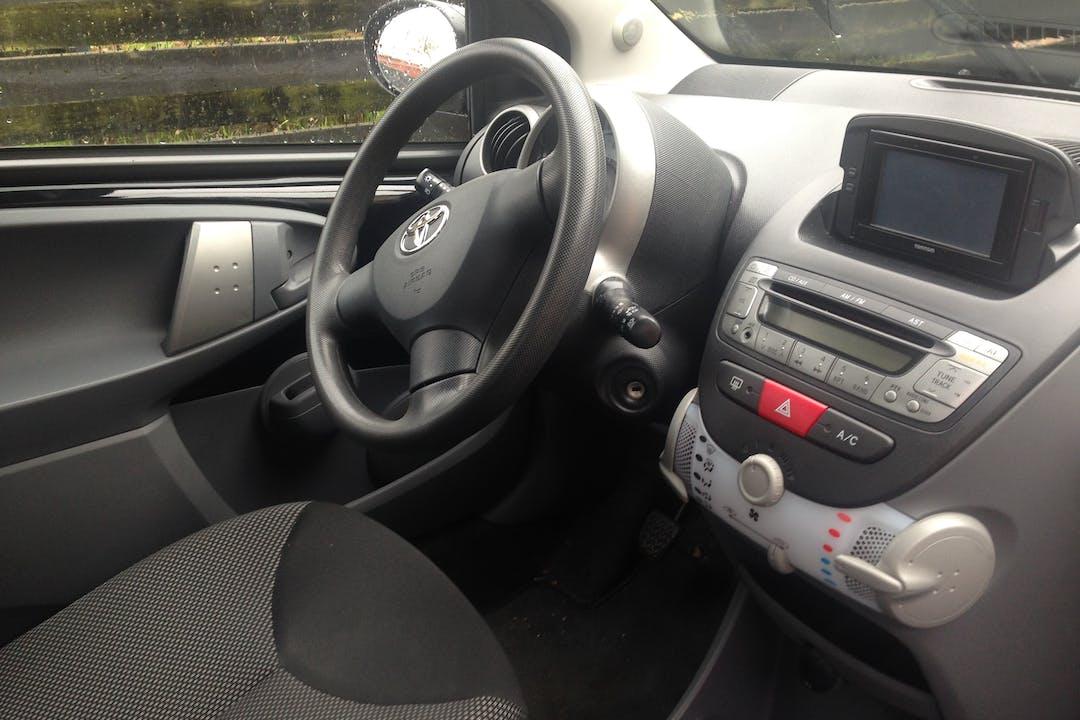 Billig billeje af Toyota Aygo Air Plus nær 2200 København.