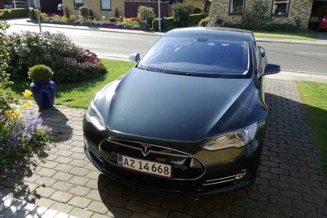 Billig billeje af Tesla nær 5260 Odense.