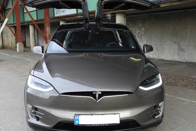 Billig leie av Tesla Model X90D med GPS nærheten av  .