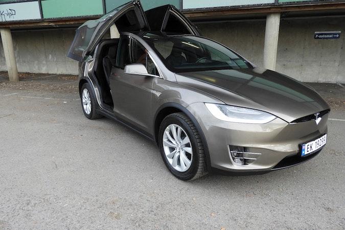 Billig leie av Tesla Model X90D med Hengerfeste nærheten av  .