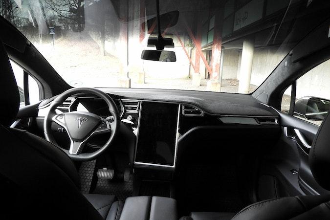 Billig leie av Tesla Model X90D med Vinterdekk nærheten av  .