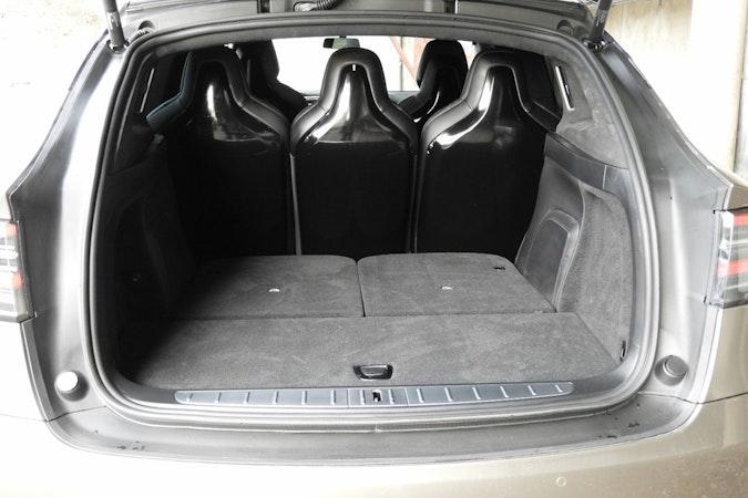 Billig leie av Tesla Model X90D med Skinnseter nærheten av  .