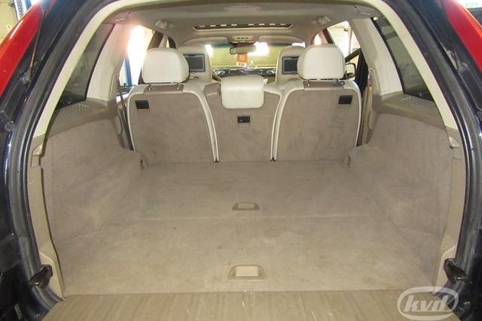 Billig biluthyrning av Volvo XC90 med CD-spelare i närheten av 174 41 Sundbyberg.