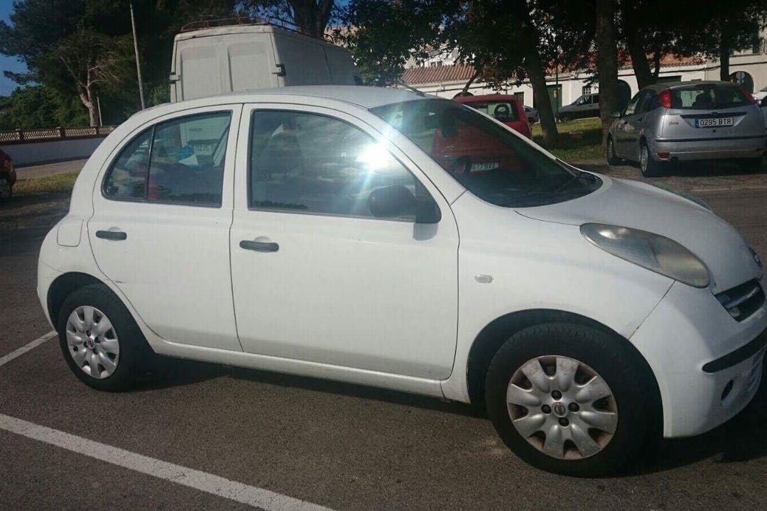 Alquiler barato de Nissan Micra 1.2 65 Visia cerca de 07701 Maó.