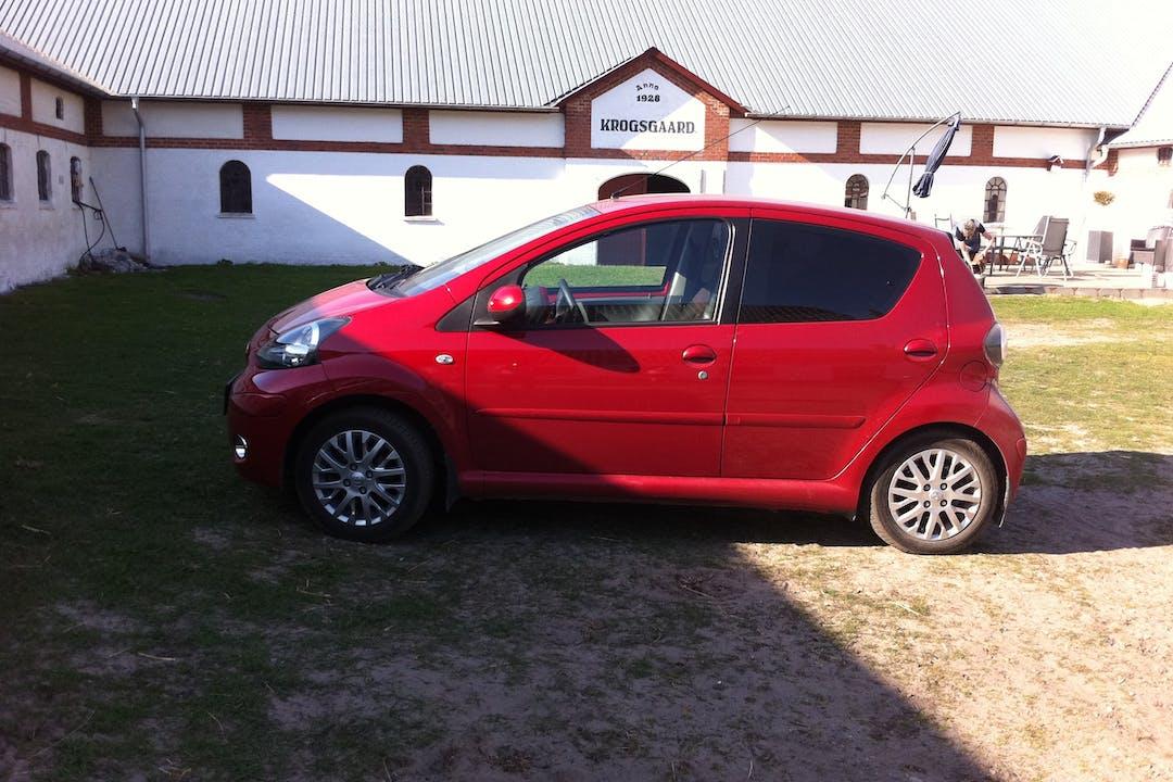 Billig billeje af Toyota Aygo nær 9700 Brønderslev.