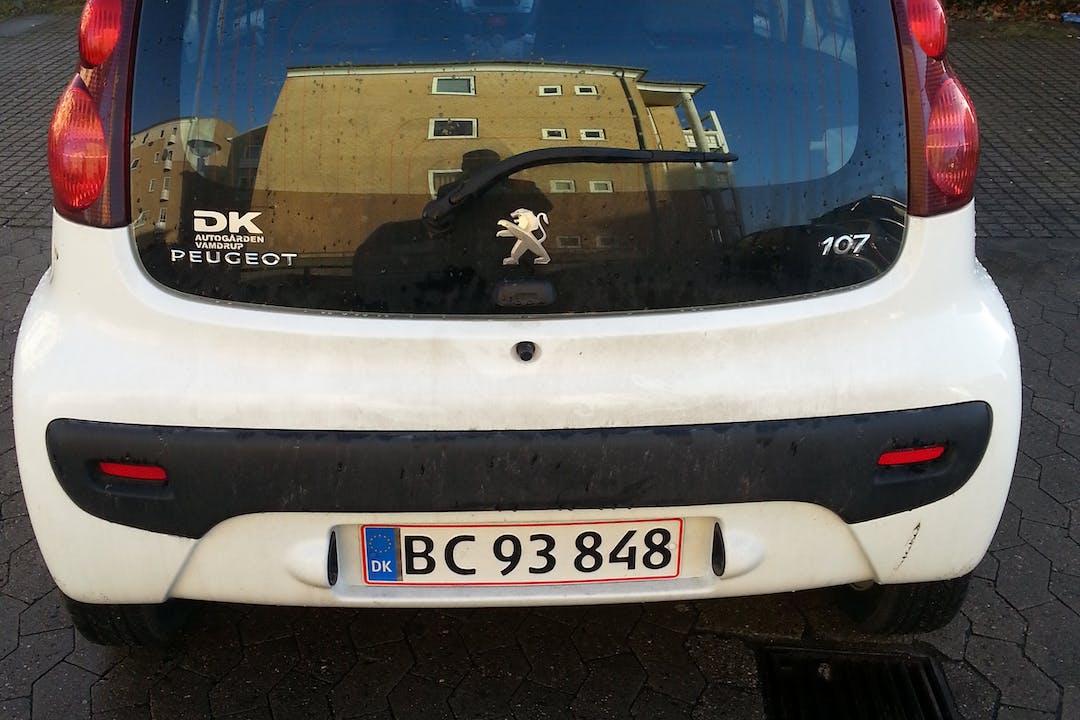 Billig billeje af peugoet 107  1,0 automatgear 2012 nær 2700 København.