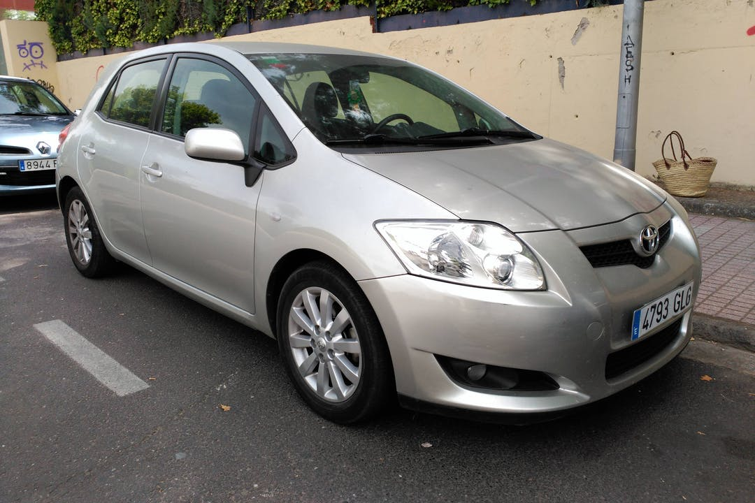 Alquiler barato de Toyota Auris 1.4 D-4d cerca de 06800 Mérida.