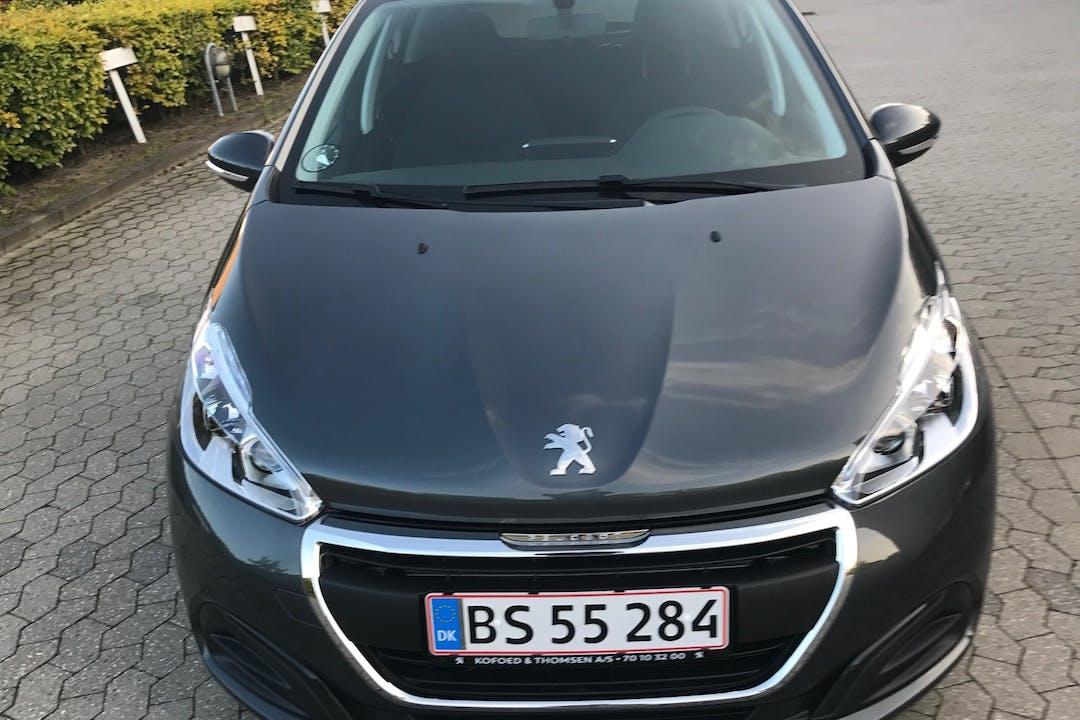 Billig billeje af PEUGEOT 208 1.6 ENVY SKY BlueHDi  100 HK  nær 2300 København.