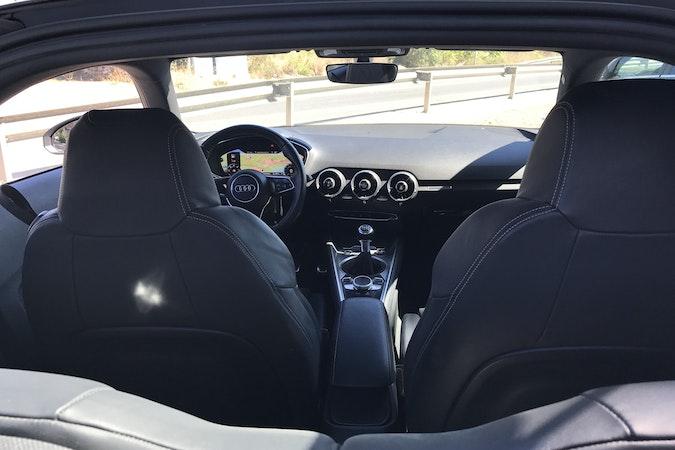 Alquiler barato de Audi Tt 2.0 Tdi S-Line Edition con equipamiento Aire acondicionado cerca de 46015 València.