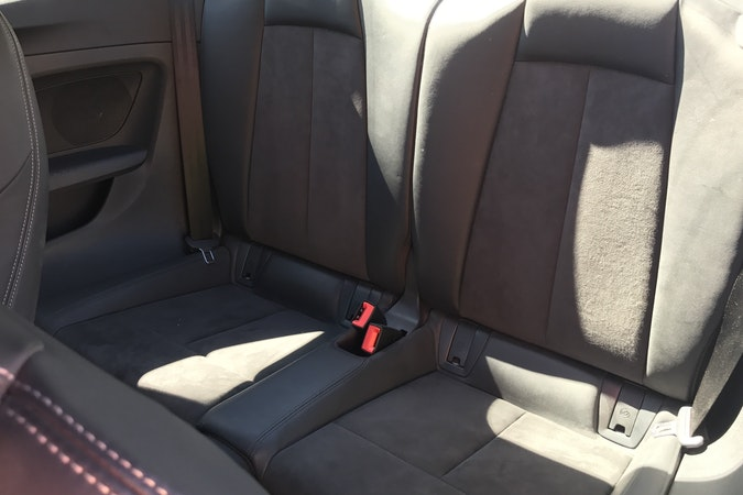 Alquiler barato de Audi Tt 2.0 Tdi S-Line Edition con equipamiento Asientos de cuero cerca de 46015 València.