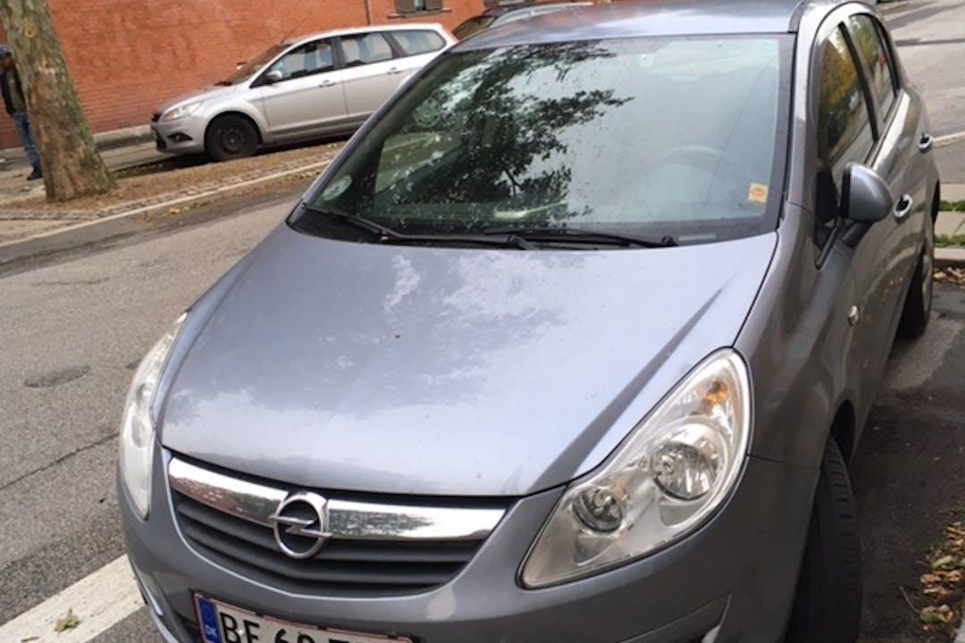 Billig billeje af Opel Corsa 1,4 nær 2300 København.