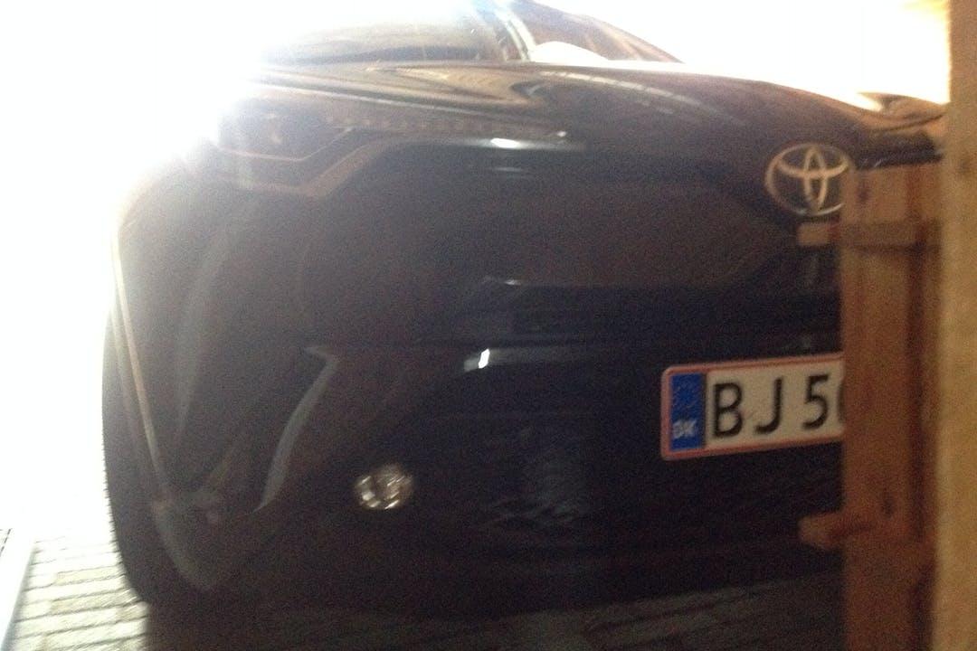Billig billeje af Toyota C-HR med Anhængertræk nær 8260 Viby.