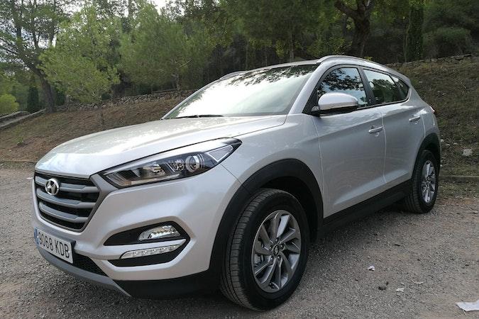 Alquiler barato de Hyundai Tucson 1.7crdi Bd Klass Nav 4x2 con equipamiento GPS cerca de 46010 València.