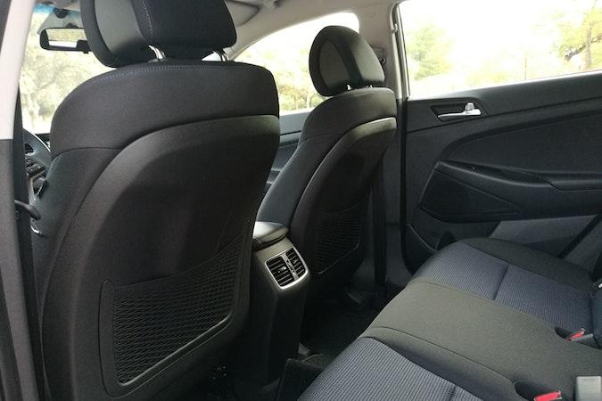 Alquiler barato de Hyundai Tucson 1.7crdi Bd Klass Nav 4x2 con equipamiento Aire acondicionado cerca de 46010 València.