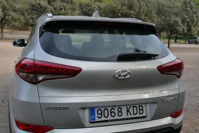 Alquiler barato de Hyundai Tucson 1.7crdi Bd Klass Nav 4x2 con equipamiento Elevalunas eléctricos  cerca de 46010 València.