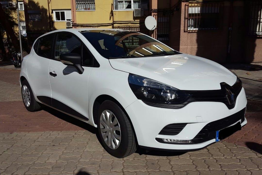 Alquiler barato de Renault Clio Authentique 1.2 cerca de 28032 Madrid.