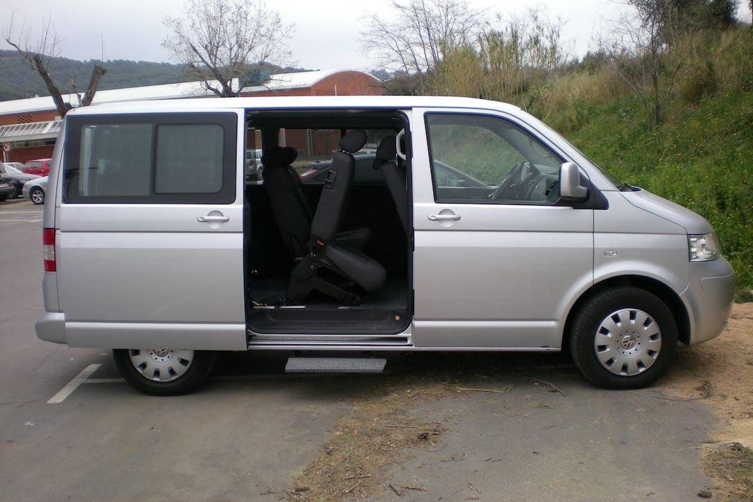 Alquiler barato de Volkswagen Caravelle 2.5 Tdi 150 Comfort. L 8p cerca de 08008 Barcelona.