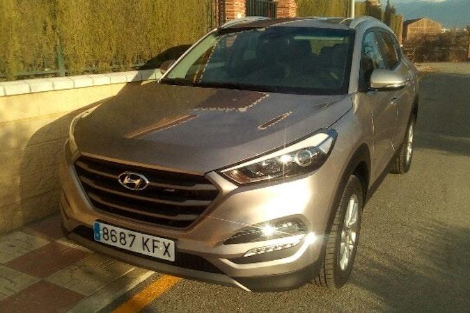 Alquiler barato de Hyundai Tucson 1.7crdi Bd Klass Nav 4x2 con equipamiento GPS cerca de 41010 Sevilla.