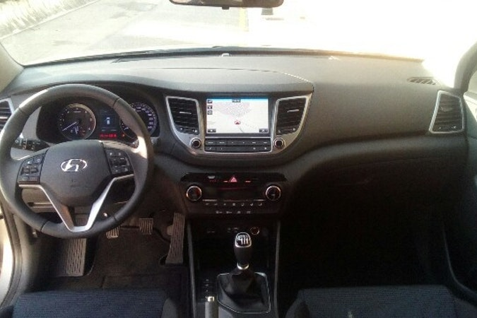 Alquiler barato de Hyundai Tucson 1.7crdi Bd Klass Nav 4x2 con equipamiento Fijaciones Isofix cerca de 41010 Sevilla.
