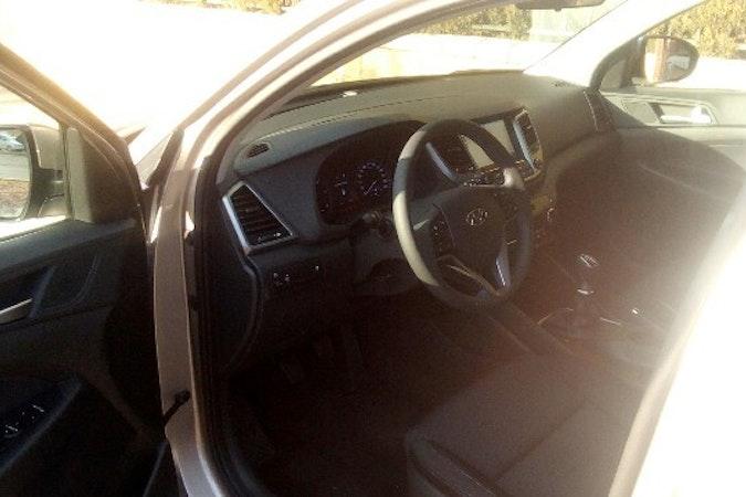 Alquiler barato de Hyundai Tucson 1.7crdi Bd Klass Nav 4x2 con equipamiento Aire acondicionado cerca de 41010 Sevilla.