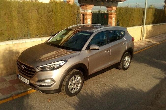 Alquiler barato de Hyundai Tucson 1.7crdi Bd Klass Nav 4x2 con equipamiento Elevalunas eléctricos  cerca de 41010 Sevilla.