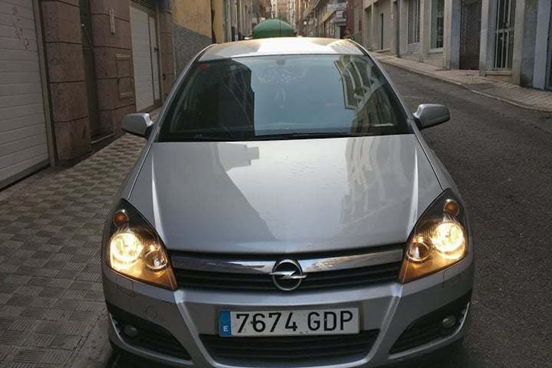 Alquiler barato de Opel Astra 1.6 Enjoy cerca de 38004 Santa Cruz de Tenerife.