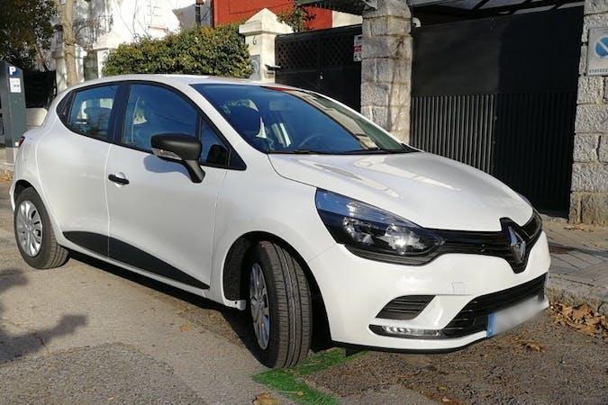 Alquiler barato de Renault Clio Life 1.2 cerca de 28033 Madrid.