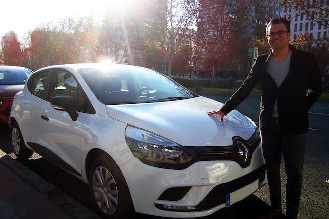 Alquiler barato de Renault Clio Authentique 1.2 cerca de 28033 Madrid.