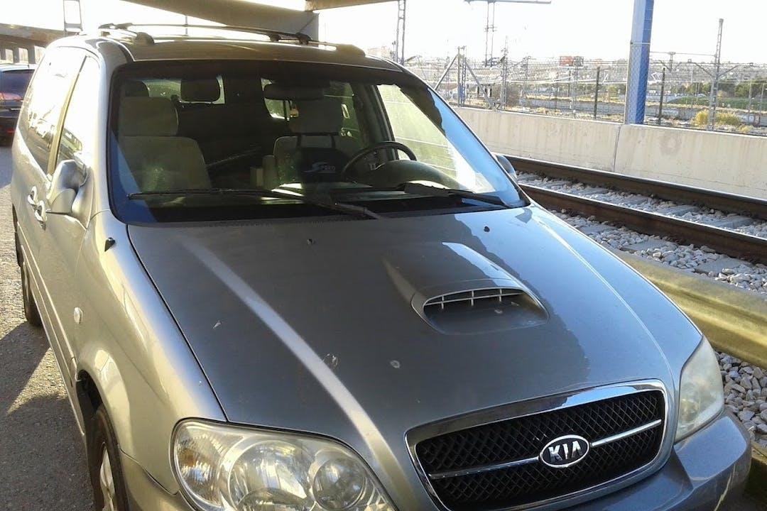Alquiler barato de Kia Carnival 2.9 Crdi Ex con equipamiento Bola de remolque cerca de 28041 Madrid.