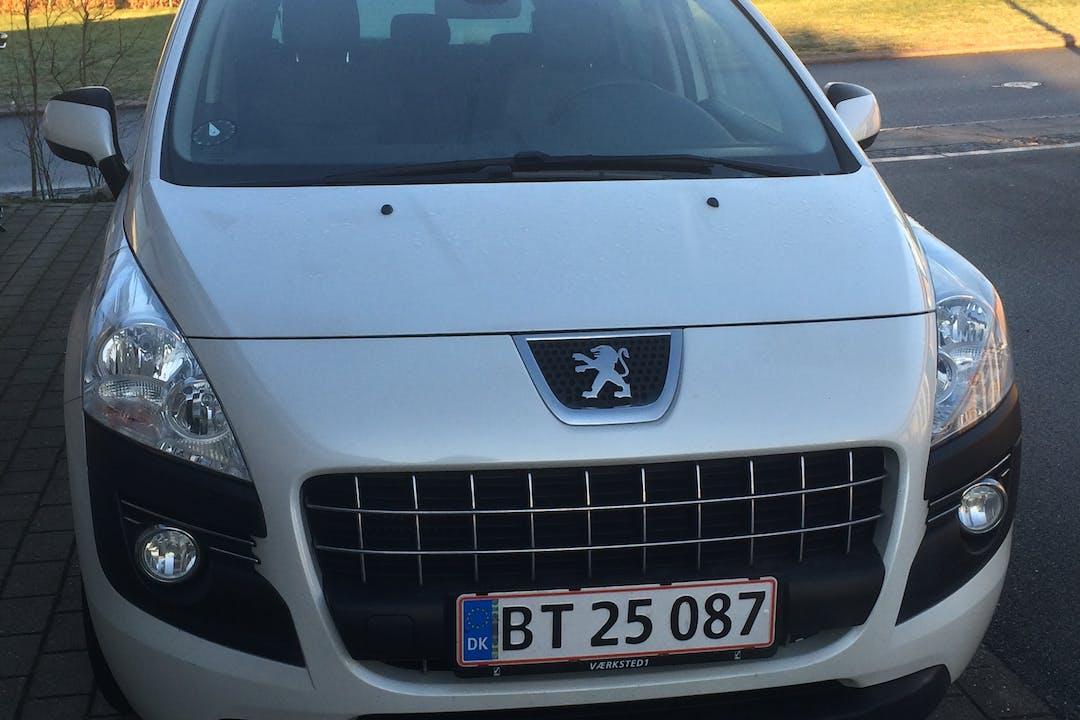 Billig billeje af Peugeot 3008 SUV med GPS nær 9210 Gistrup.