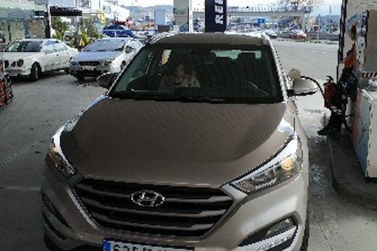 Alquiler barato de Hyundai Tucson 1.7crdi Bd Klass Nav 4x2 con equipamiento GPS cerca de 18014 Granada.