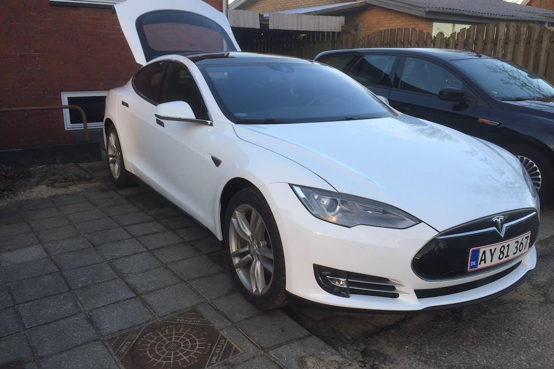 Billig billeje af Tesla S 85 med GPS nær 7500 Holstebro.