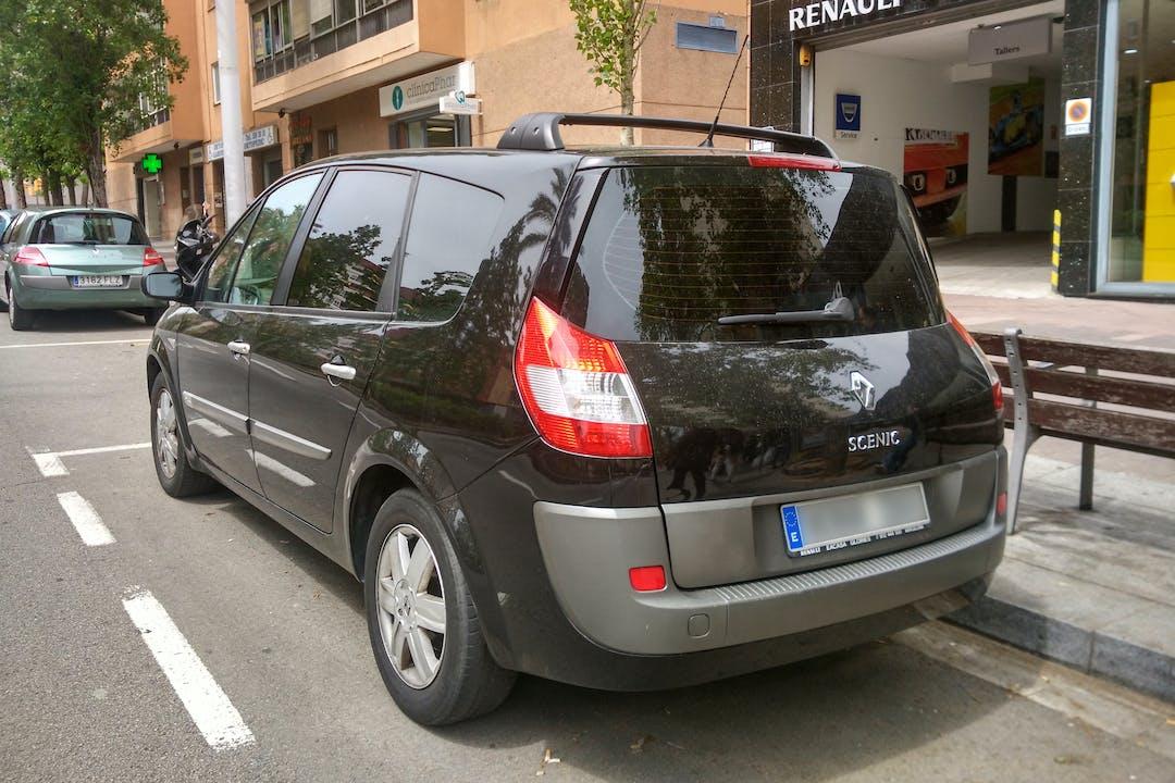 Alquiler barato de Renault Grand Scenic cerca de 08016 Barcelona.