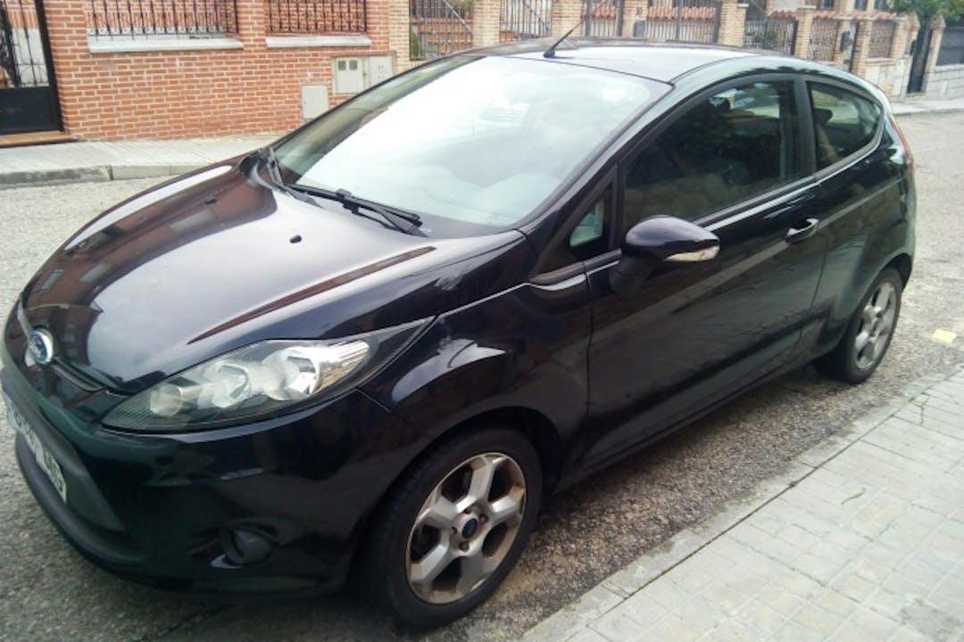 Alquiler barato de Ford Fiesta 1.4 Tdci Ambiente cerca de 28600 Navalcarnero.