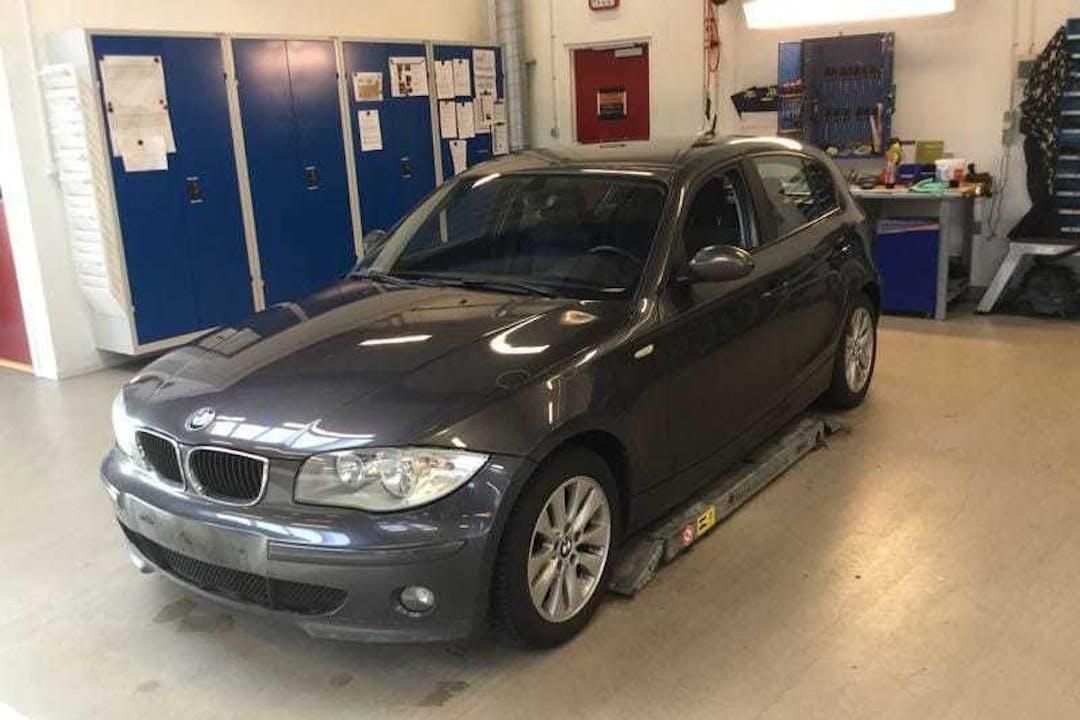 Billig billeje af BMW 116 5dørs, bensin nær 5230 Odense.