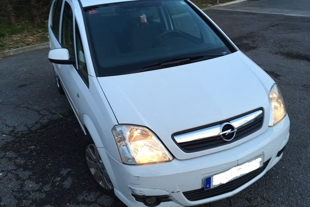 Alquiler barato de Opel Meriva cerca de 48014 Bilbo.