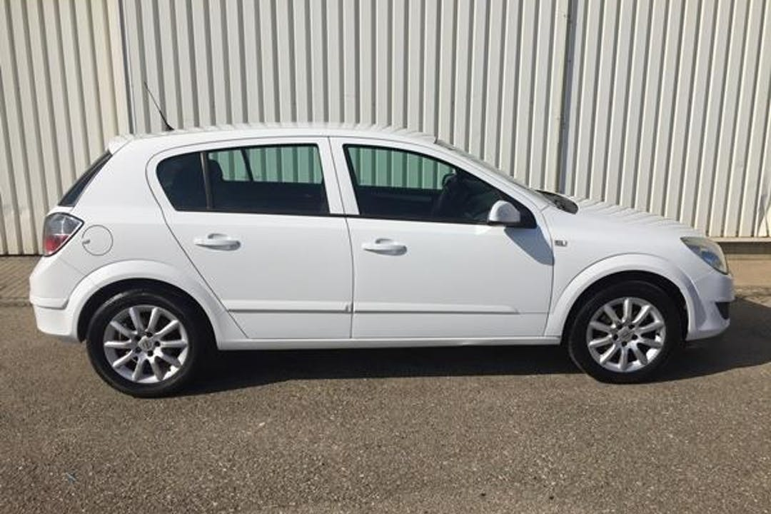 Alquiler barato de Opel Astra 1.9 Cdti Cosmo 120 cerca de 07703 Maó.
